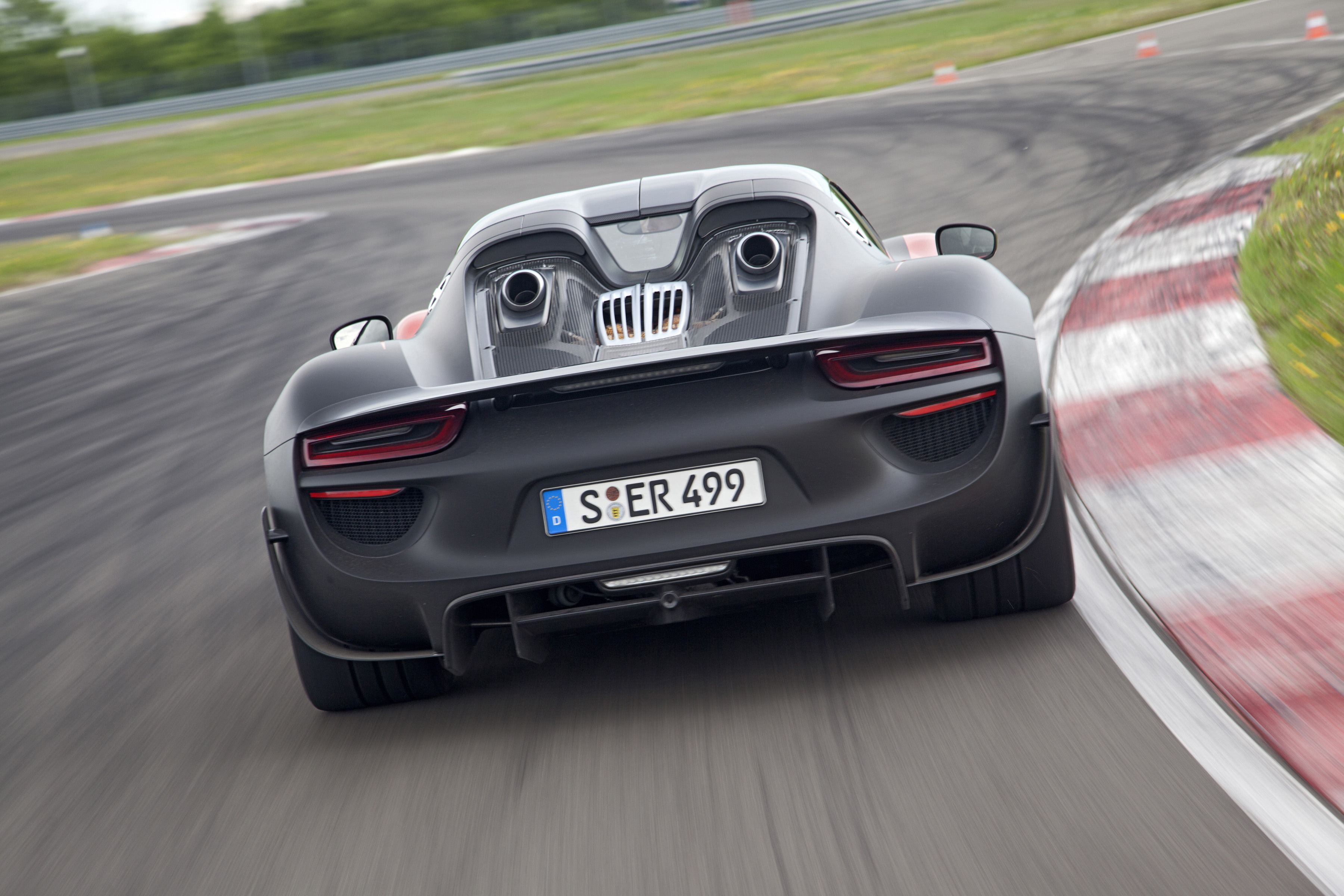 Introducing The Porsche 918 Spyder Dr Ing H C F Ag Press Database